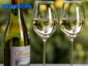 vinho-branco-2-taças-1-garrafa